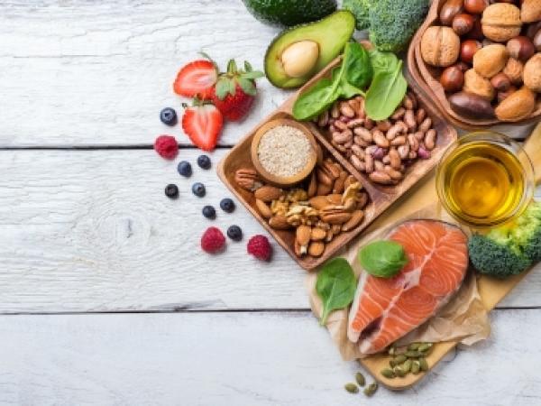 Quali alimenti aiutano il sonno?
