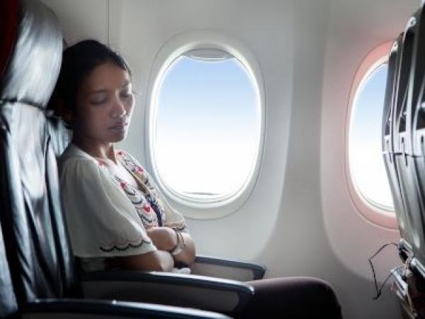 Consigli per vincere il jet lag e dormire bene